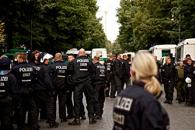 Polizeiaktion in Berlin (Foto: Markus Winkler)